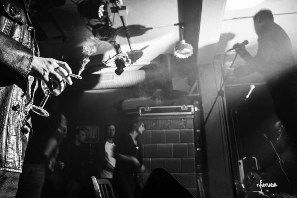 concert photography konzert dresden reiko fitzke rficture neustadt ostpol eugene ripper gruppe kaltfront record release wenn es dunkel wird